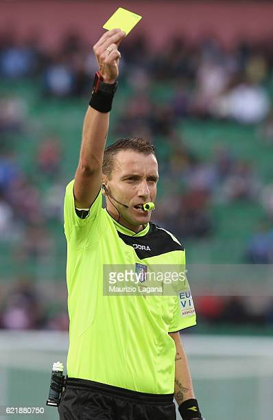 The refering Sivio Mazzoleni during the Serie A match between US Citta di Palermo and AC Milan at Stadio Renzo Barbera on November 6 2016 in Palermo...