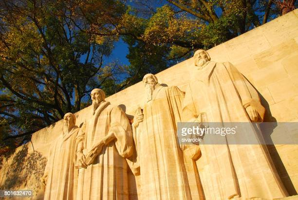 the reformation wall of geneva - protestantism stock pictures, royalty-free photos & images