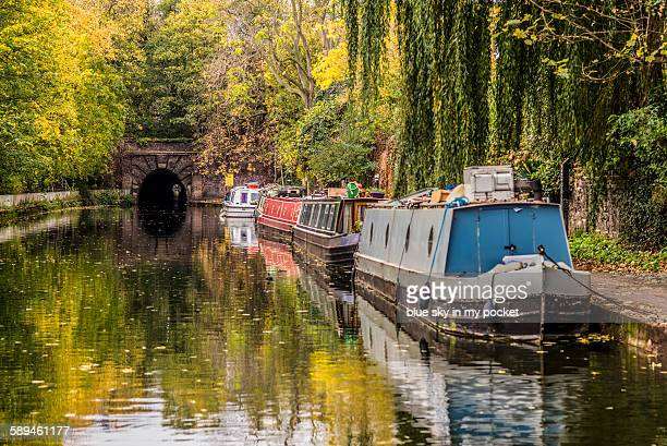 the regents canal tunnel at islington - canal stock pictures, royalty-free photos & images