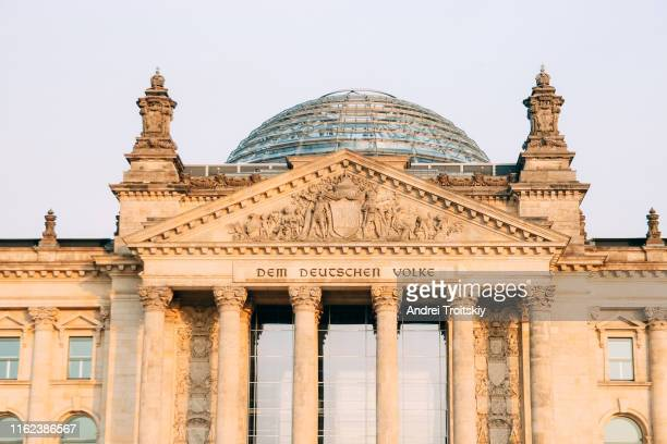 the reichstag building (home of the german parliament), berlin, germany - ライヒスターク ストックフォトと画像