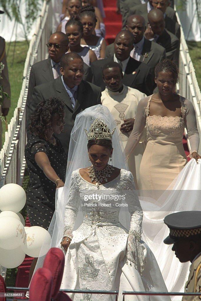 WEDDING OF KING LETSIE III : News Photo