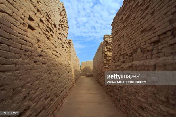 the remains of meon jo daro ancient civilizations - ancient civilisation stock pictures, royalty-free photos & images