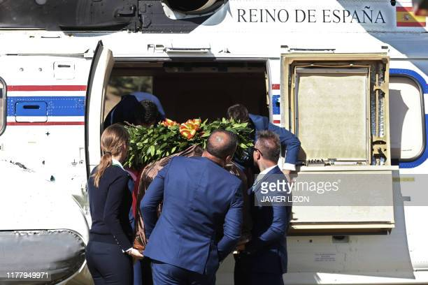 The remains of Spanish dictator Francisco Franco are unloaded from a Spanish army Super Puma helicopter after arriving at the cementery of...