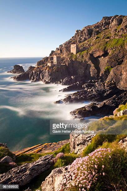 the remains of the crown`s shaft at botallack tin mine, cornwall, england, united kingdom, europe - gavin hellier stock pictures, royalty-free photos & images