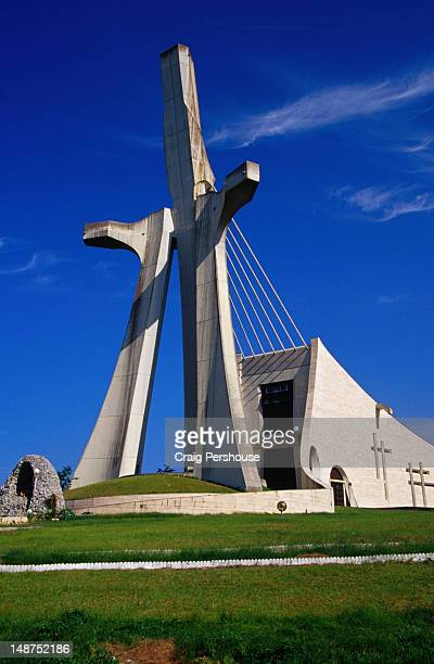 the remarkable cathedrale st-paul, whose huge tower represents st paul with outstretched arms. - abidjan bildbanksfoton och bilder
