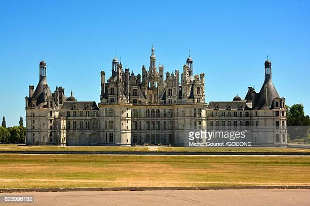 the renaissance chateau de chambord, unesco world heritage site, loire valley, chambord, loir et cher, france - historique stock pictures, royalty-free photos & images
