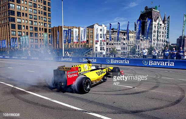 The Renault Formula One team is giving a demonstration on the Verlengde Willemsbrug in Rotterdam on August 20 2010 The show was given to promote the...