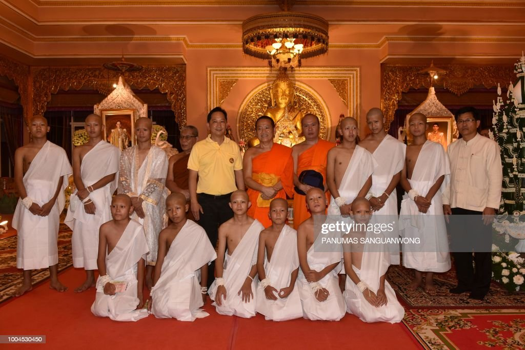 TOPSHOT-THAILAND-CAVE-ACCIDENT-RELIGION-BUDDHISM : News Photo