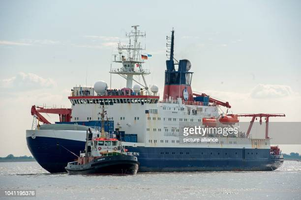 The research vessel 'Polarstern' of the Alfred Wegener Institute for Polar and Marine Research arrives at the northern dock of its home port in...