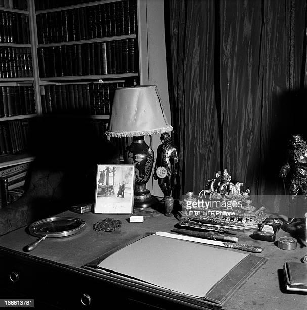 The Residence Of Alfred Duff Cooper In Chantilly. Vue intérieure de la demeure de l'ambassadeur de Grande-Bretagne à Paris , Alfred DUFF COOPER. Son...