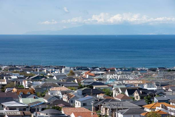 the residential district by the sea in kanagawa prefecture of japan - taro hama ストックフォトと画像