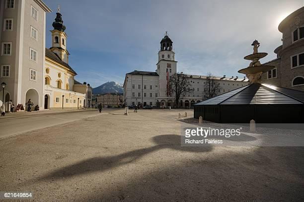 the residentzplatz of salzburg - salzburg stock-fotos und bilder