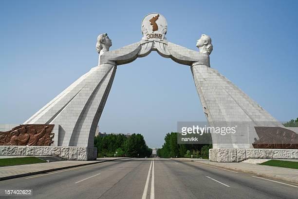 Monumento de la reunificación familiar en Pyongyang