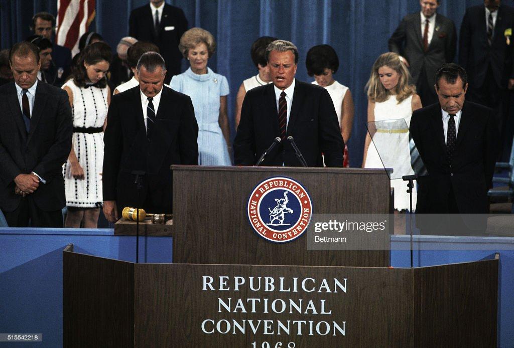Billy Graham Praying at Republican National Convention : News Photo