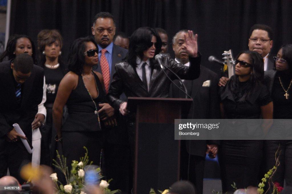 The Reverend Jesse Jackson, red tie, singer Michael Jackson, : News Photo