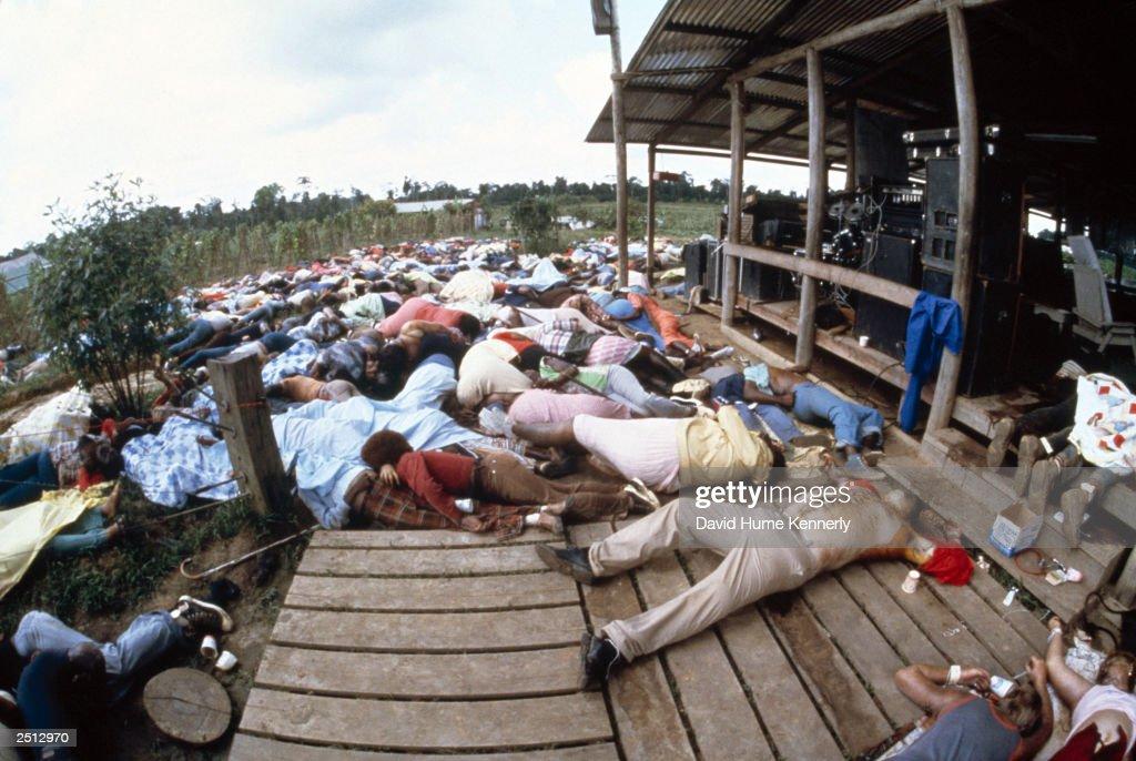 People's Temple Cult Commits Mass Suicide In Guyana : Foto jornalística