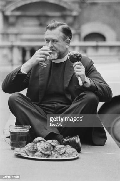 The Reverend Richard Tydeman Chaplain of the Stationers' Company outside the Stationers' Hall in the City of London during the annual Cakes And Ale...
