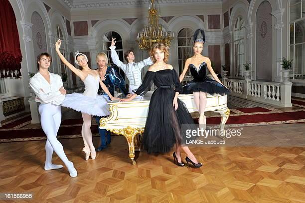 The Revival Of The Bolchoi Theater In Moscow Moscou dimanche 30 octobre 2011 Natalia VODIANOVA posant dans le Foyer Blanc du théâtre du Bolchoï...