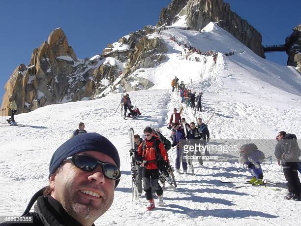 el ridge al inicio del valle blanche ski run, chamonix. - valle blanche fotografías e imágenes de stock