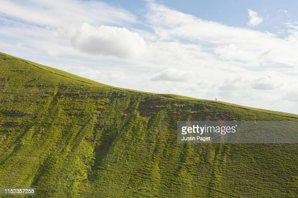the ridge to pen y fan - uk photos stock pictures, royalty-free photos & images