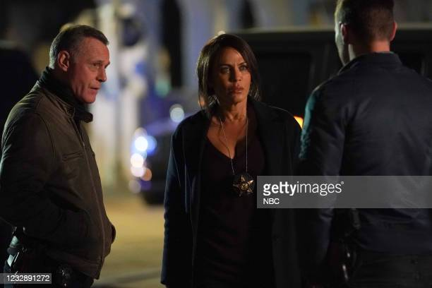 """The Right Thing"""" Episode 815 -- Pictured: Jason Beghe as Hank Voight, Nicole Ari Parker as Samantha Miller --"""