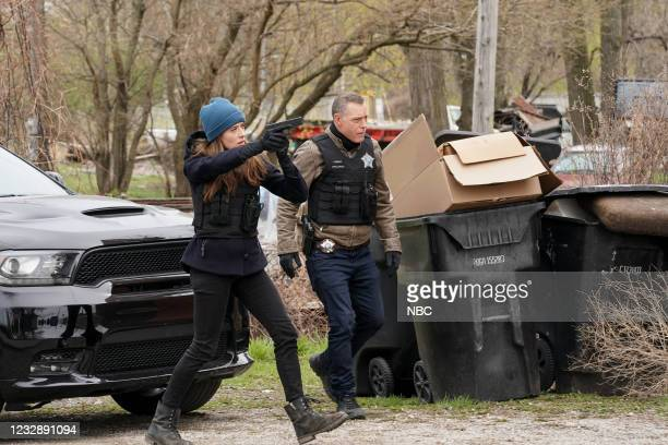 """The Right Thing"""" Episode 815 -- Pictured: Marina Squerciati as Kim Burgess, Jason Beghe as Hank Voight --"""