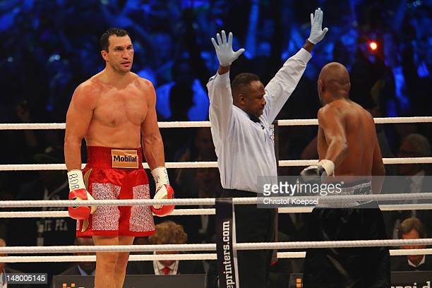 The ring referee stops the fight between Wladimir Klitschko of Ukraine and Tony Thompson of USA during the WBA-, IBF,- WBO- and IBO-heavy weight...