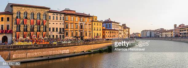 the river arno, the riverside and the town during the gioco del ponte (battle on the bridge) - arno stockfoto's en -beelden