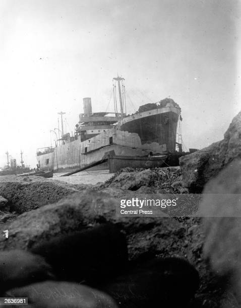 The 'River Clyde' on the rocks at Gallipoli Seaborne troops including the Royal Munster Fusiliers land on V Beach during an amphibious attack on the...