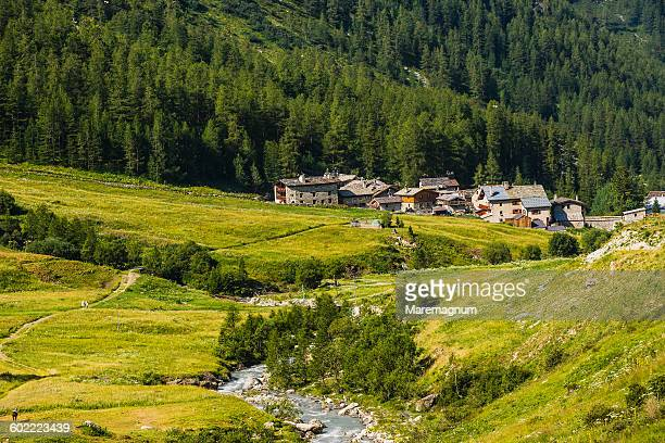 the river isère and the village of le fornet - savoie stock pictures, royalty-free photos & images