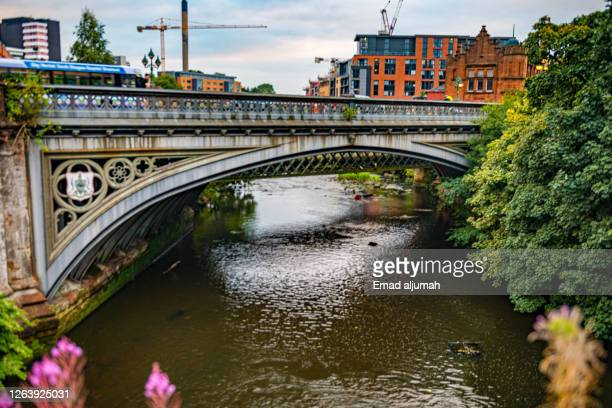 the river kelvin bridge and stately buildings in the background, kelvingrove park, glasgow, scotland (uk) - old glasgow stock pictures, royalty-free photos & images