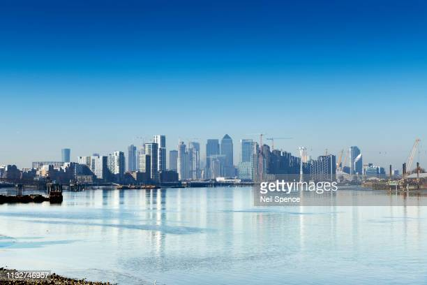 the river thames, greenwich peninsula and canary wharf, london skyline - greenwich london stock pictures, royalty-free photos & images
