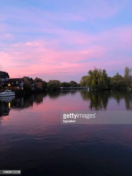 ウィンザーのテムズ川 - イギリス バークシャー ストックフォトと画像