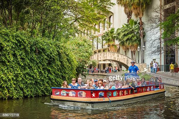o riverwalk, san antonio park passarela scenic passeio de barco pelo canal - san antonio - fotografias e filmes do acervo