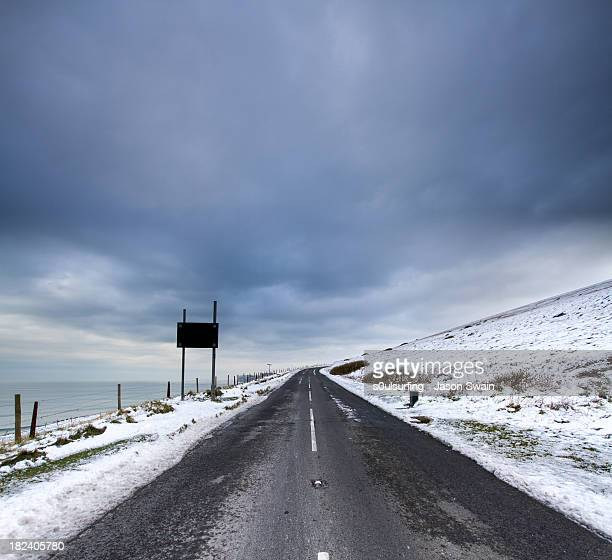 the road to nowhere - s0ulsurfing stock pictures, royalty-free photos & images