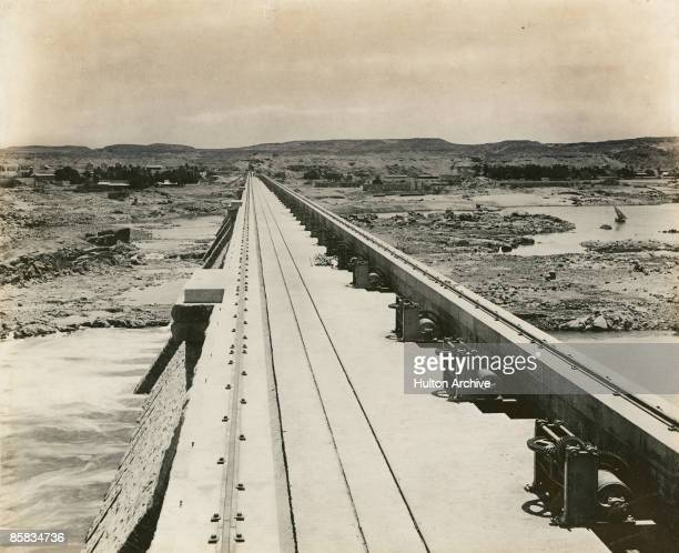 The roadway on top of the Aswan dam, southern Egypt, circa 1902.