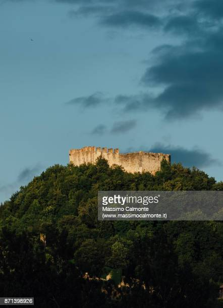 """the """"rocca"""" of asolo at the top of the hill - トレヴィーゾ市 ストックフォトと画像"""