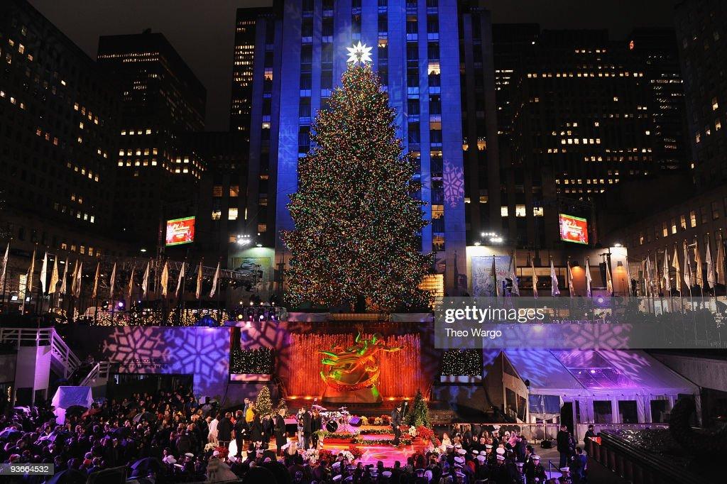 The Rockefeller Center Christmas tree lighting ceremony at Rockefeller Center on December 2 2009 in & Rockefeller Center Christmas Tree Lighting Photos and Images ... azcodes.com