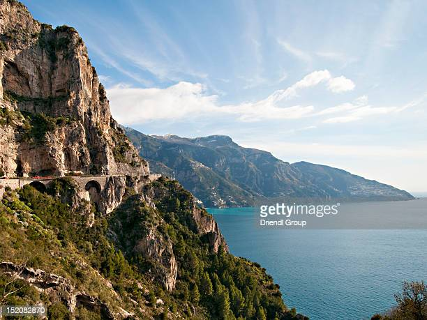 the rocky coastal road and sorrentine peninsula. - sorrento stock pictures, royalty-free photos & images