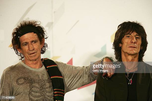 The Rolling Stones members Keith Richards and Ron Wood attend a photocall ahead of tomorrow's concert at Hotel Principe di Savoia on July 10 2006 in...