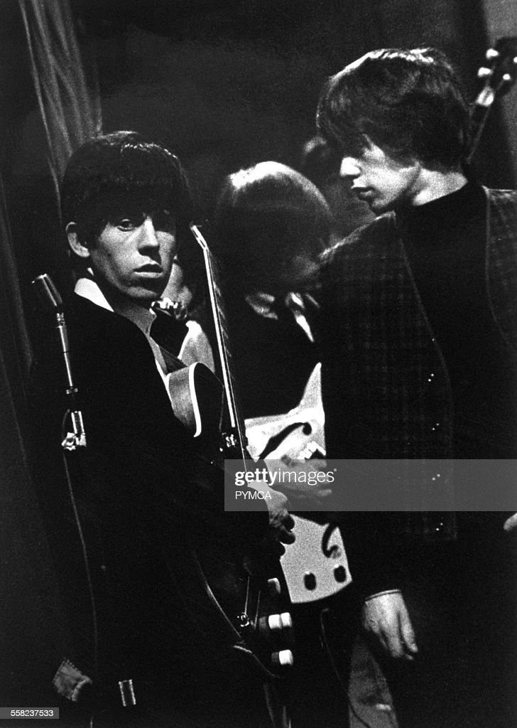 The Rolling Stones waiting to go on stage in High Wycombe, UK 1963 : News Photo