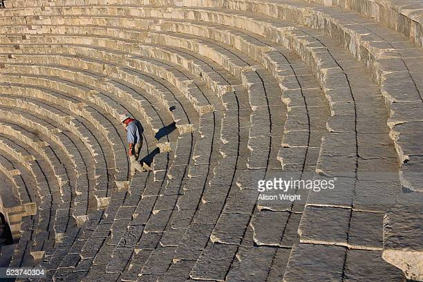 the roman amphitheater in jerash, jordan - alison roman stock pictures, royalty-free photos & images