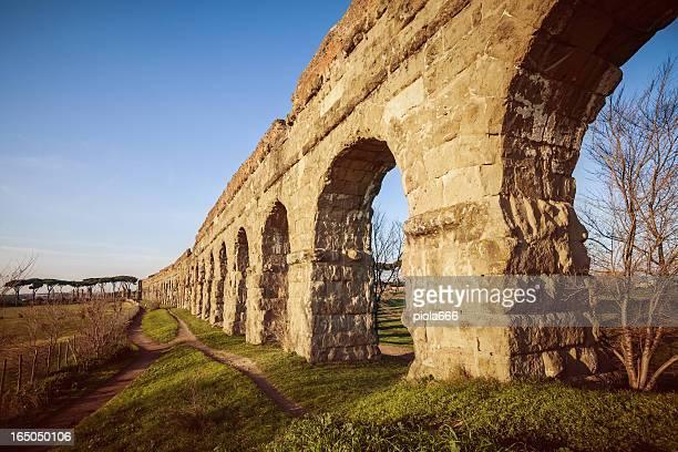 l'acquedotto romano al parco degli acquedotti - antica roma foto e immagini stock