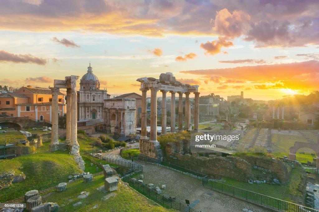 Das Forum Romanum bei Sonnenaufgang, Rom, Italien : Stock-Foto