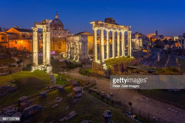 the roman forum in the night. rome, italy - arch of septimus severus stock pictures, royalty-free photos & images