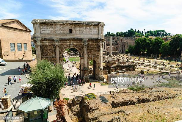 the roman forum, rome, italy. - arch of septimus severus stock pictures, royalty-free photos & images