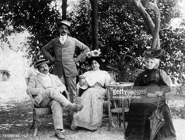 The Roman poet Trilussa posing with Italian journalist and playwright Roberto Bracco and two women Italy 1890s