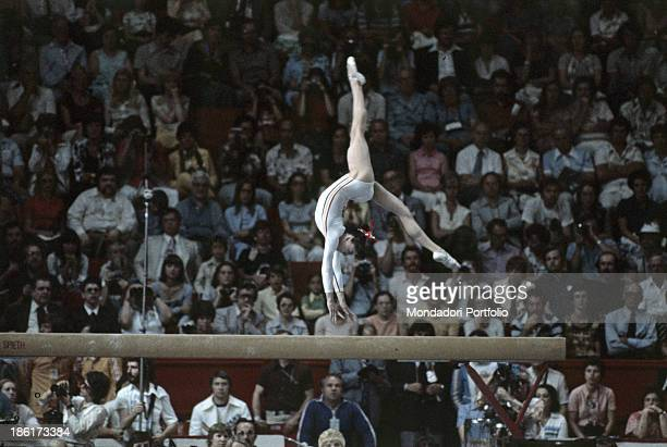 The romanian gymnast Nadia Comaneci performs an exercise at the balance beam during the Montréal Olympic games Montréal Canada 1976