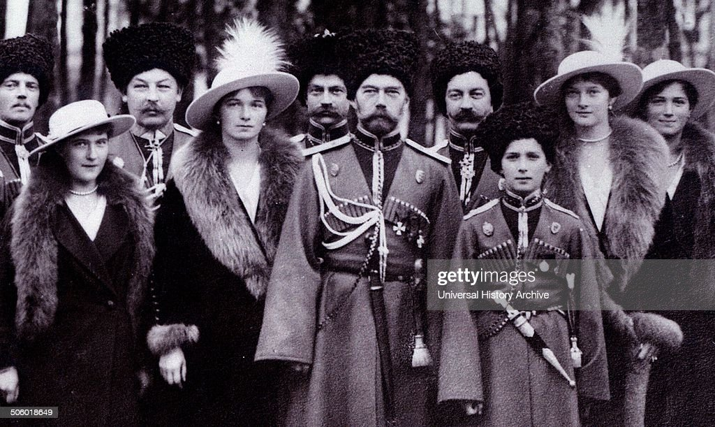 The Romanovs visiting a regiment during World War I. : News Photo
