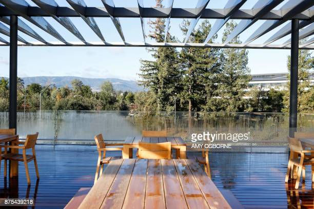 The roof top terrace is viewed at opening of the Apple Park Visitor Center on November 17, 2017 in Cupertino, California. / AFP PHOTO / Amy Osborne